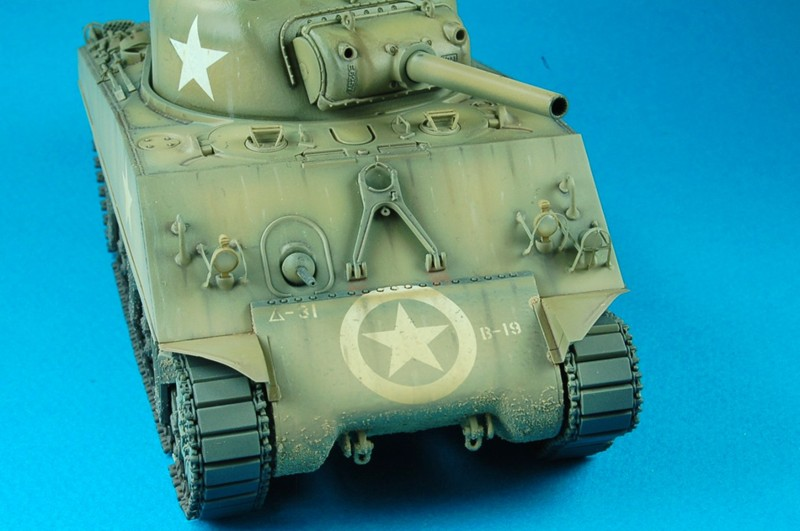 Review: M4 (105mm) Sherman Howitzer Tank and Workable Track